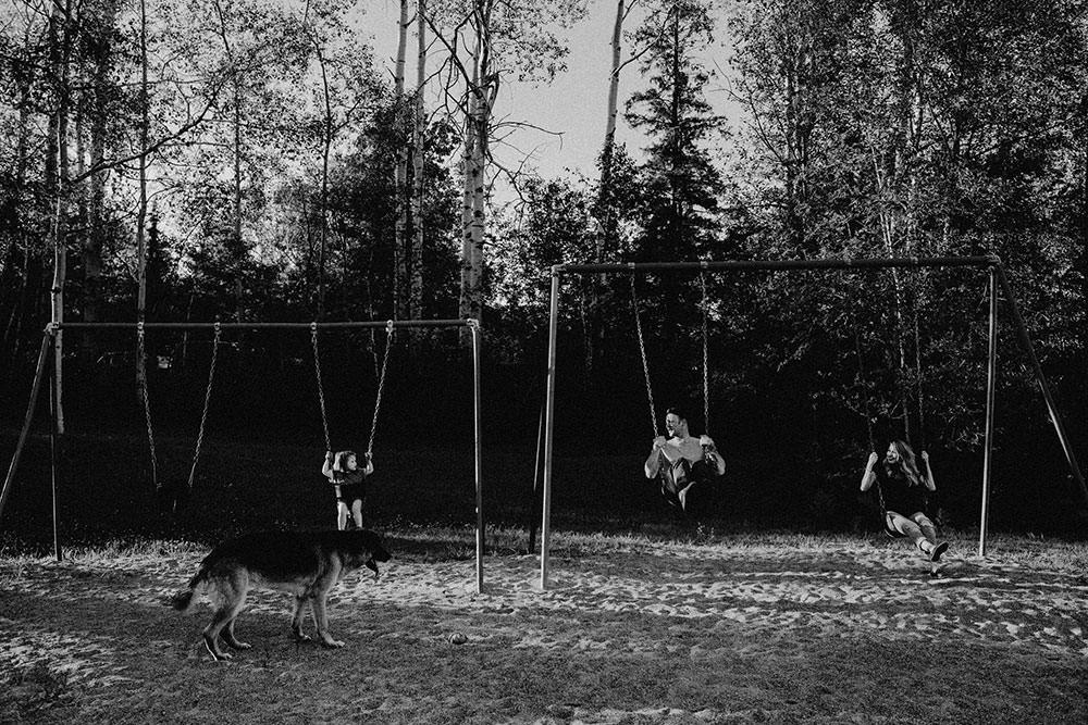 sudbury family portrait family swings together