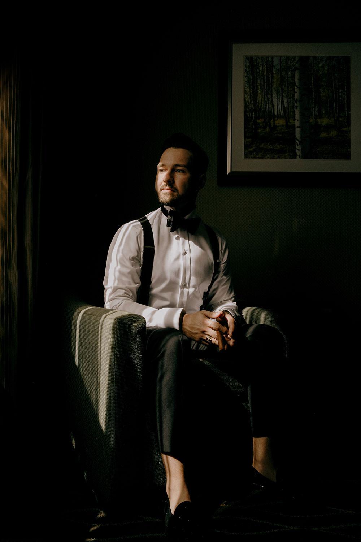 groom portrait at Holiday inn in sudbury