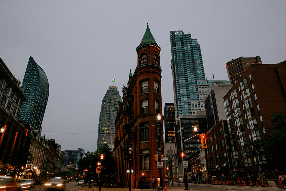 toronto wedding couple in from of flatiron building