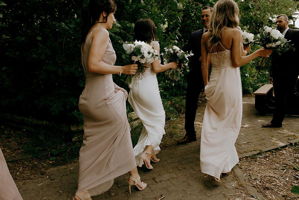 candid ontario wedding photography