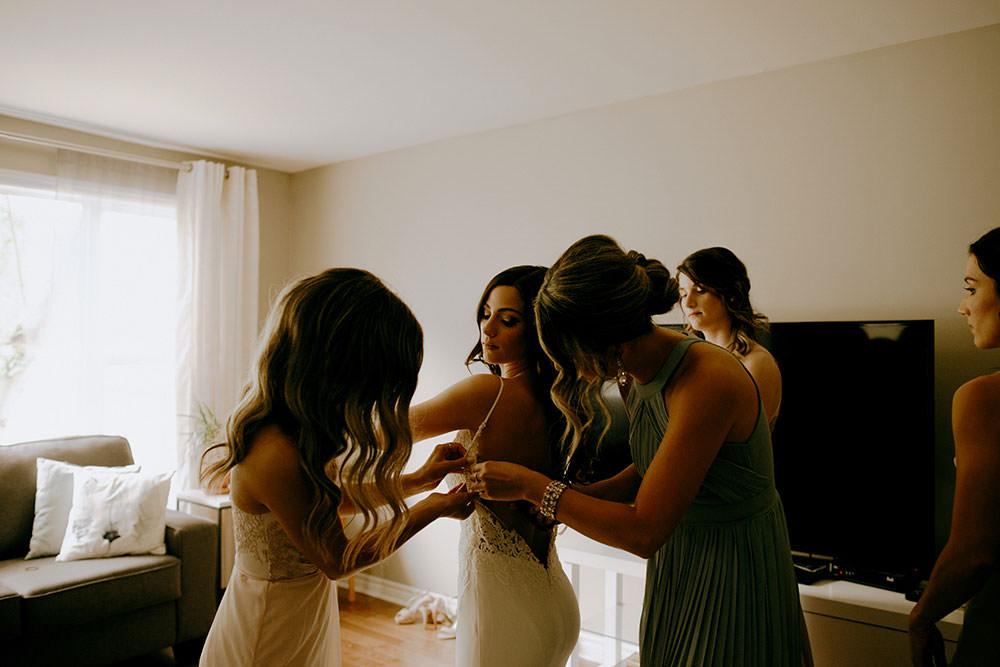bride getting ready ontario wedding photography
