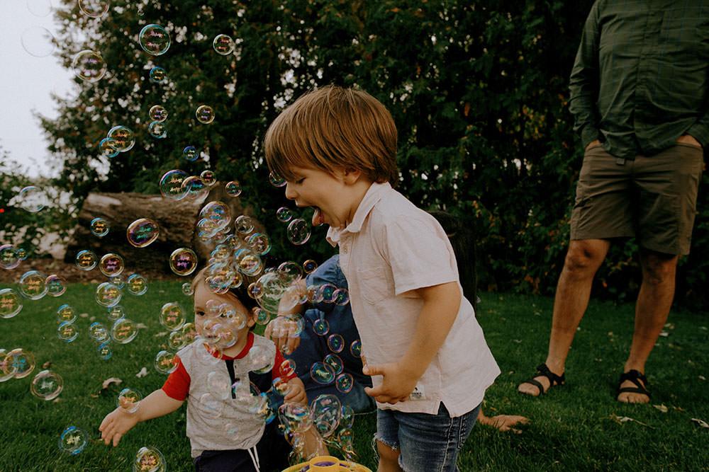 sudbury family portrait bubbles