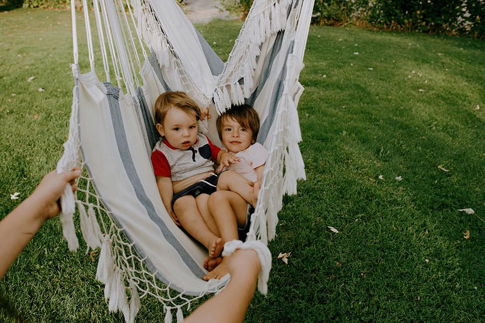 sudbury family portrait swinging