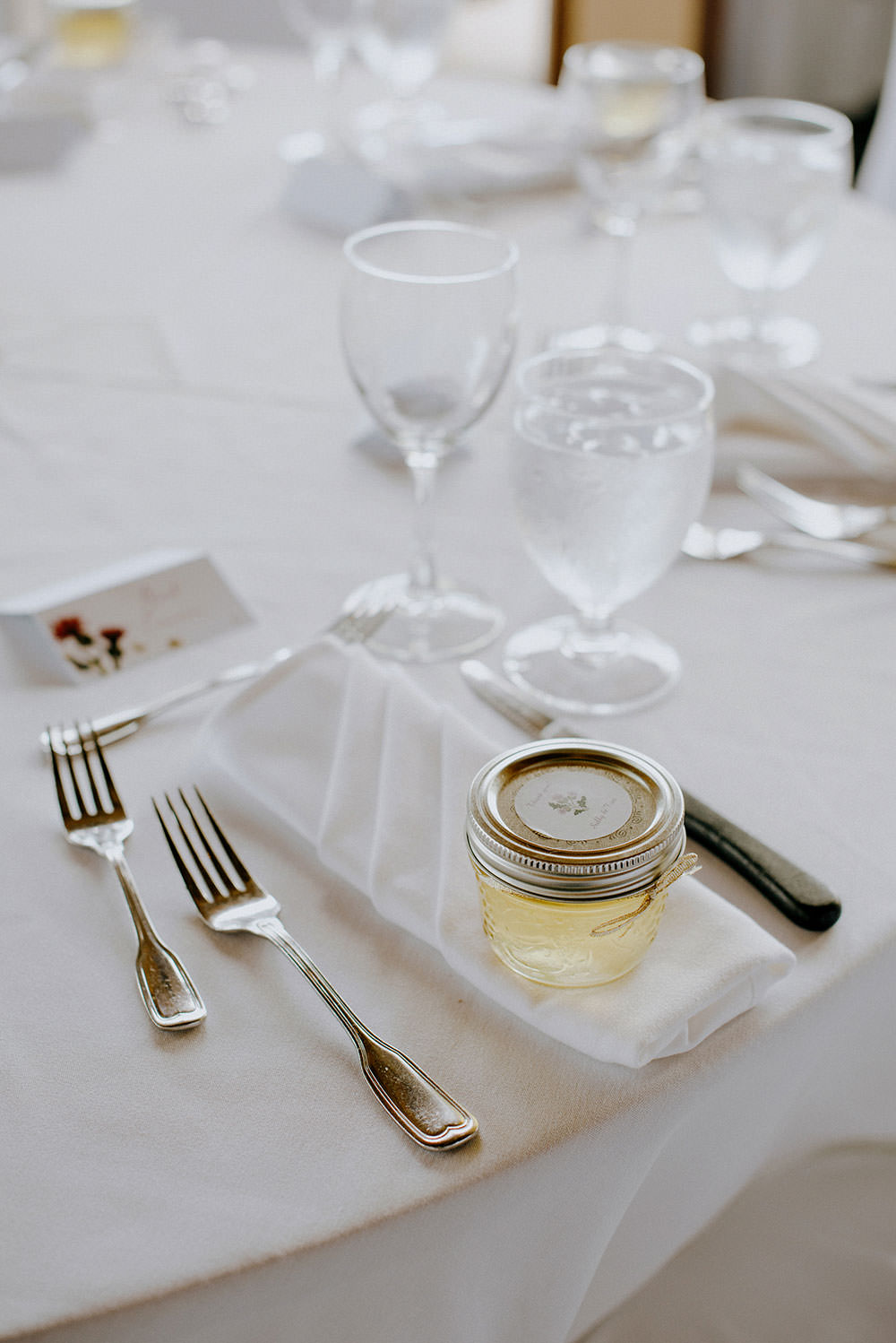 table setting at idylwylde wedding