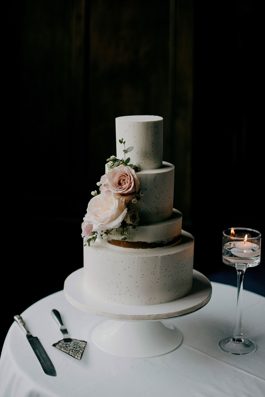 wedding cake at fairmont lake louise
