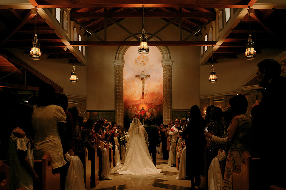 vaughan bride walks down the aisle