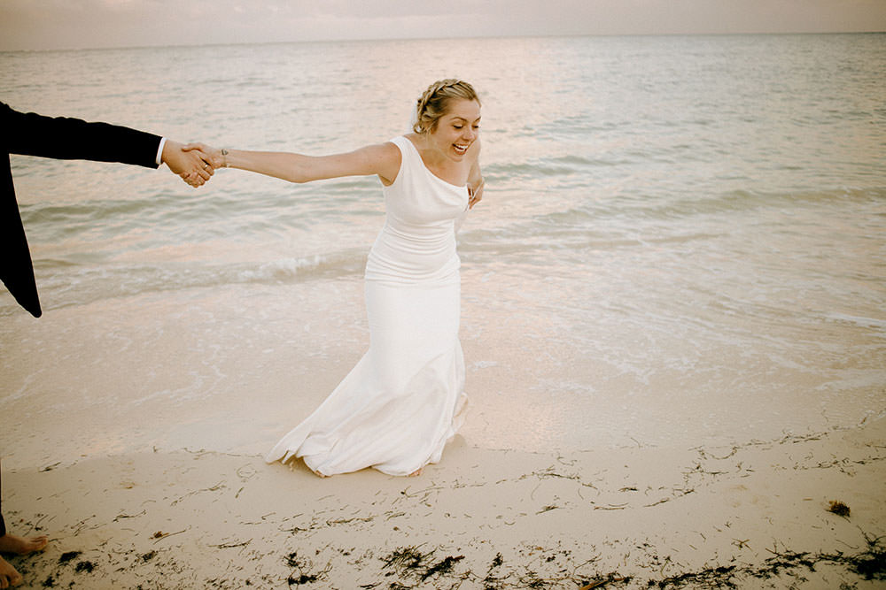 Royalton Riviera Cancun Wedding bride steals groom for a run down beach